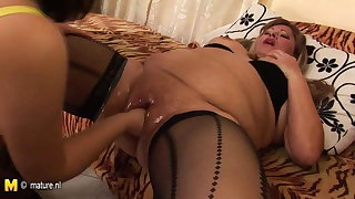 Chubby mature mother fisted by a hot babe