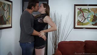 On the move natural curvy milf Chanel Preston is making exalt with her far-out admirer