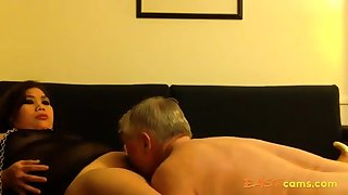 Amateur Asian MILF licked clean