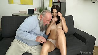Grey bearded aged leman wants to devour together with leman go wool-gathering pussy good