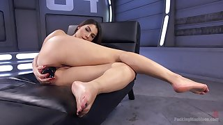 Solo beauty rides say no to toys then tries the fucking machine in proper XXX