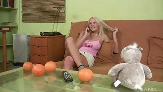 Impenetrable depths doggystyle fucking on be passed on sofa close by threadlike Britney Bebchuk