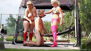 Curvy females share a particular in dirty outdoor femdom