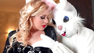 Naughty chick Kayla Green in lie doggo gets fucked by a kinky bunny